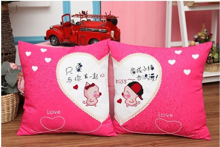 包邮最新款印花十字绣抱枕一对可爱情侣靠垫黑白兔小猪悠嘻猴米奇